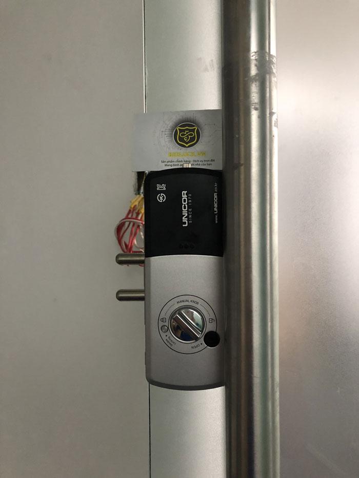 khóa cửa kính văn phòng unicor