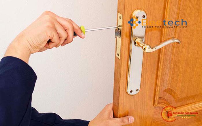 Khóa cửa tay gạt cửa gỗ tốt nhất