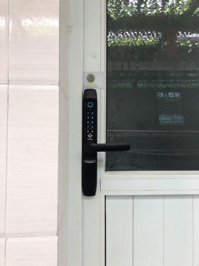 Khóa vân tay Kitos AL520 cho cửa nhựa lõi thép