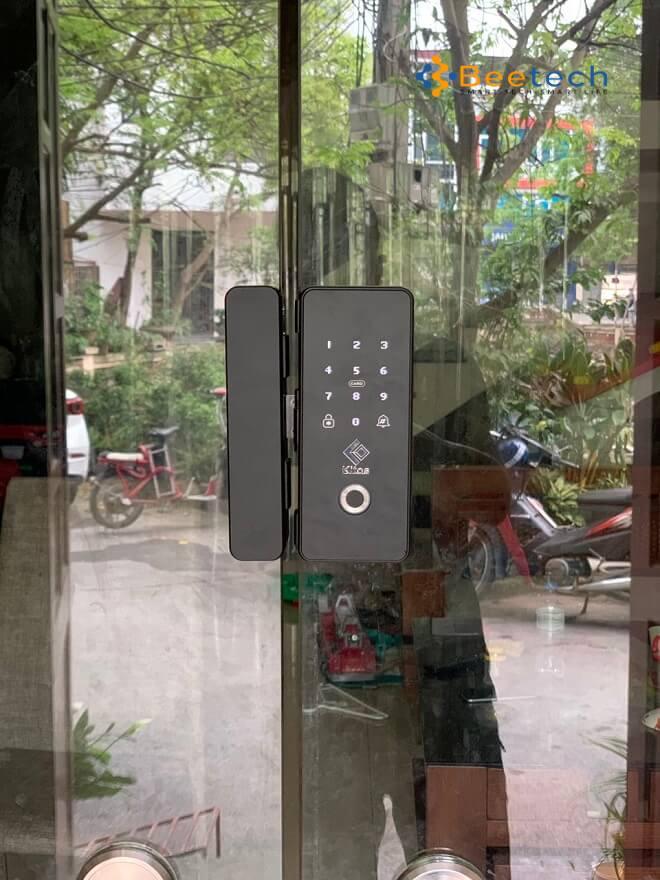 khóa vân tay cửa kính GL12- Ảnh thực